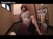 居酒屋のトイレでハメられる美巨乳ギャルの無理矢理犯している動画