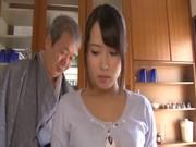 義父のエロテクに陥落する黒髪若妻の無理矢理犯している動画