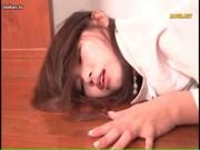 スタイル抜群な美人妻が修理業者に手マン攻めしてる無理矢理犯している動画