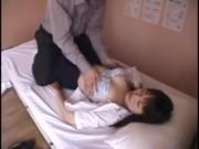 睡眠薬を飲まされて昏睡レイプされる美巨乳娘の無理矢理犯している動画